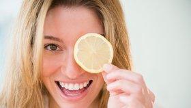 Začněte spalovat vánoční kila! Pomůže vám voda s citronem