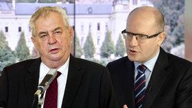 """Zeman a Sobotka do sebe """"pálí ostrými"""". Vyčítají si Konvičku i ČSSD"""