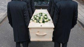 """Polovina pohřebáků stále šidí pozůstalé: """"Natahují"""" truchlícím ceny"""