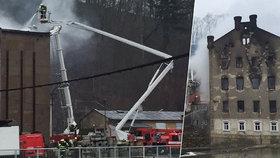 Obří požár mlýna v Krnsku: 5 vyhořelých pater, 14 jednotek hasičů v akci, 7 milionů škody