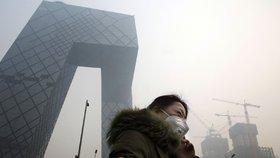 Čínu sužuje smog. Stovky továren stojí, studenti se učí přes internet