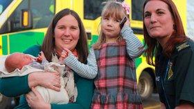 Těhotná máma spadla ze schodů, pomoc jí zavolala tříletá dcera!