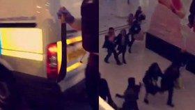 Šílenec naběhl s mačetou do nákupního centra: Davy prchaly v obavě z terorismu