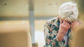 Češi: O důchodce ať se stará stát. Úspory na stáří schvaluje jen desetina lidí