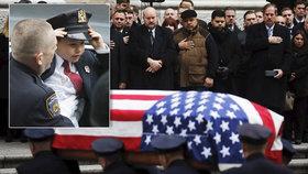 Dojemný pohřeb policisty a letce zabitého v Afghánistánu: Syn Ryan (4) chce jít v jeho stopách