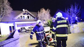"Autobus na troud, potrhaná ruka, evakuace: Tak ""slavili"" policisté a hasiči"