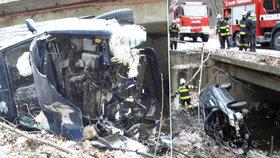 Novoroční nehoda na Chrudimsku: Auto skončilo na boku v potoce