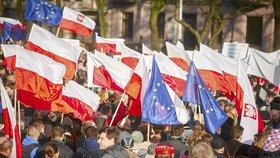 V Polsku se vzbouřil rozhlas. Na protest proti vládě zní každou hodinu hymna