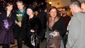 Slaměné vdovy Basiková, Trojanová a Třeštíková spolu v kině: Jen Remundová byla v obležení mužů