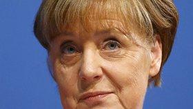 Merkelová po útocích ztrácí podporu. Náruč uprchlíkům už otevírá méně Němců