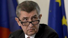 Babiš schytal kritiku za pokuty kvůli DPH. Vláda ustoupila a postihy zmírnila