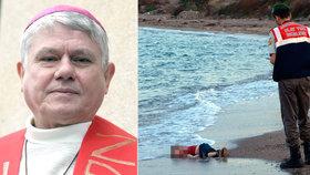 V Praze uctí uprchlíky, kteří zemřeli na cestě do Evropy. Při mši biskupa Malého
