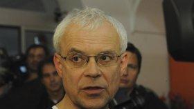 Bělobrádek promluvil o Špidlově nemoci. Jak je na tom Sobotkův muž?