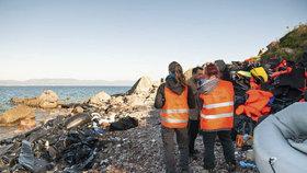 Frontex vyrazil na pomoc uprchlíkům. Převáží je do Řecka na záchranných lodích