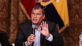 Ekvádorský prezident dal vyhazovy přes Twitter: Propustil šéfy armády