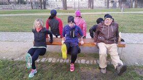 80letý děda si dal na Střeláku kruhový trénink s fitness týmem