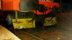 Past na kolejích: Vlak najel do dvou nastražených kusů betonu