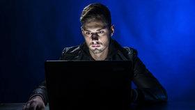 Triky počítačových podvodníků: Pozor, co komu píšete, nevěřte ani přátelům