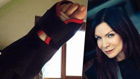 Zpěvačka Anna K. skončila v nemocnici po pádu ze schodů!