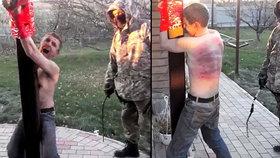 Mučení, ponižování a smrt: Proruský rebel krutě bil drogového dealera elektrickým kabelem