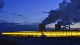 Zář skleníků z Polska prověřili astronomové. Končí na Liberecku světelný smog?