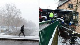 Silné sněžení je tu. Ochromí severní polovinu Čech, varuje předpověď