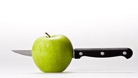 Vychytávky Ládi Hrušky: Jak jednoduše odstranit jádřince z jablek?