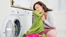 11 tipů, aby vaše ručníky zůstaly nadýchané, voňavé a správně sály
