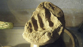 """Archeologům """"podal"""" ruku středověk: V hlíně našli otisk starý stovky let"""