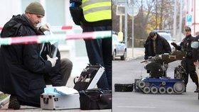 Pod vůz v Litvínově někdo schoval podezřelou igelitku: Byly v ní dvě pistole