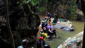 Ve Vietnamu zahynuli tři mladí turisté: Zřítili se z vodopádu!