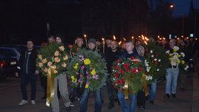 Krnovem prošel pochod radikálů: S loučemi vzpomínali na mrtvé pravičáky