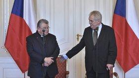 """Církev dostala """"nášup"""". Zeman přidal Dukovi na Hradě i kostel Všech svatých"""