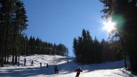 Vlekaři už se třesou na sníh. Do skiareálů napumpovali miliony