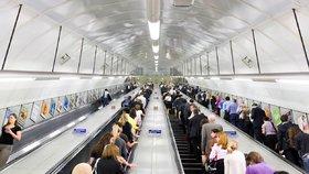 """Na eskalátorech v metru zakážou chůzi. Budou v Londýně """"vzteky bez sebe""""?"""
