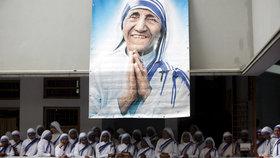 Matka Tereza bude oficiálně svatá. Papež misionářku kanonizuje 4. září