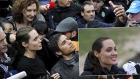 Zmoklá Jolie v uprchlickém táboře: Nechte lidi, ať se vrátí domů