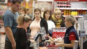 Zákaz prodeje o svátcích bude řešit snad i Ústavní soud. Hrozí tím obchodníci