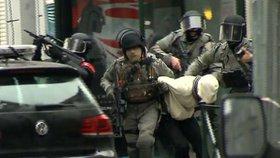 Pařížský atentátník Abdeslam propuštěn z nemocnice, čekají ho výslechy