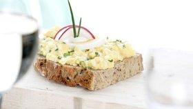 Co s vejci natvrdo: Tradiční vajíčková pomazánka jako od babičky