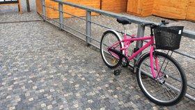 Cyklistická sezona v Praze začala: Město zaplavilo přes 100 růžových bicyklů