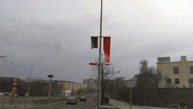 Čínskou vlajku v Praze někdo odřízl. Policie ho zadržela, starosta čin chválí