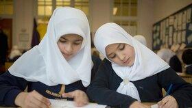 """""""Šátková kauza"""" míří k soudu. Studentka žaluje školu kvůli zákazu hidžábu"""