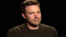 Smutnému Benu Affleckovi se posmívají: Nešťastný je z reakcí na film Batman vs. Superman