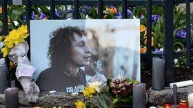 Zemřel básník, známý bezdomovec Honza: Bývalý ředitel byl na ulici 14 let, při pietě zněl smích a tekly slzy