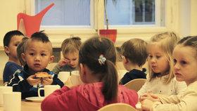 """Kvůli stěhování za Prahu kolabují školy: """"Učí se i v jídelně,"""" říká ředitelka"""