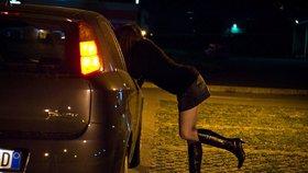 Téměř polovina prostitutek jsou samoživitelky. Přesto musí riskovat HIV