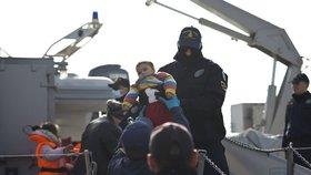 Řekové začali vracet uprchlíky Turkům. Dobrovolníci řeší, kde dál pomáhat