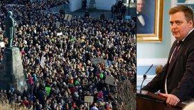 Pohřbí Panama Papers premiéra? Na Islandu demonstrovaly desítky tisíc lidí