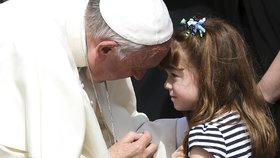 Slepnoucí Líza (5) si splnila sen. Před ztrátou zraku se viděla s papežem